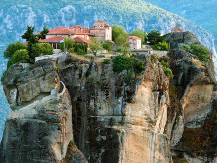 Oferta-pelerinaj-Grecia-manastirea-marea-Meteora-2013